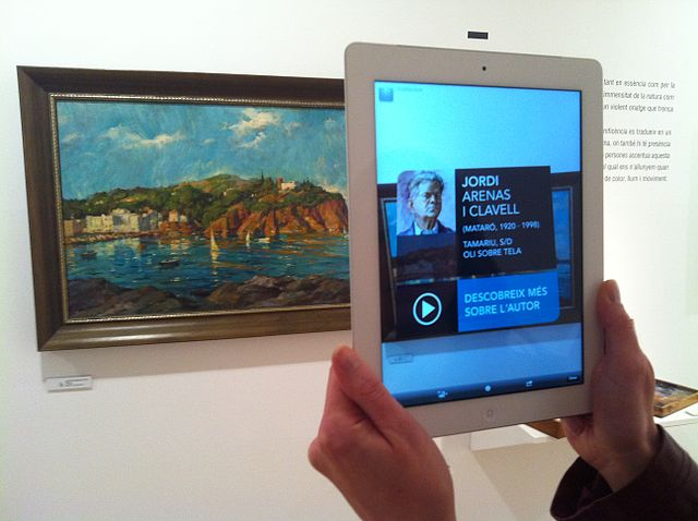640px-Augmented_reality_at_Museu_de_Mataró_linking_to_Catalan_Wikipedia_(18)