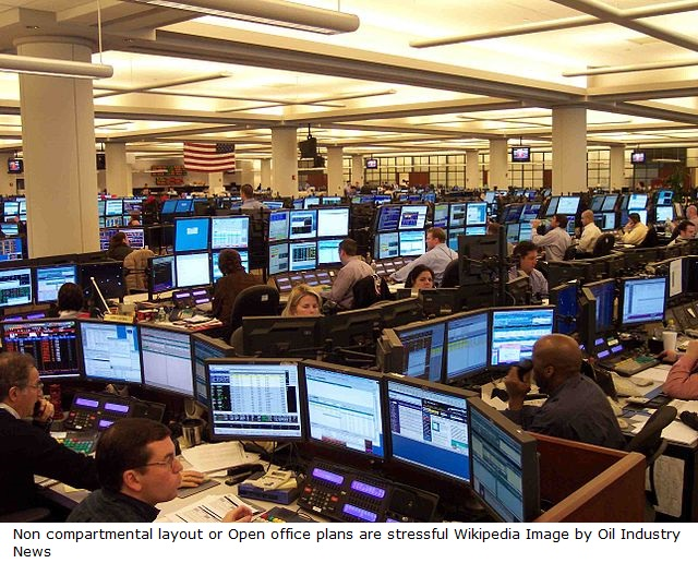 640px-A1_Houston_Office_Oil_Traders_on_Monday